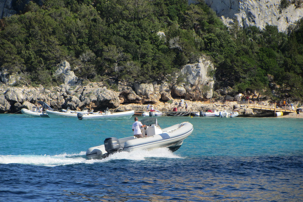 nctm-mini-crociere-in-gommone-2-cala-gonone